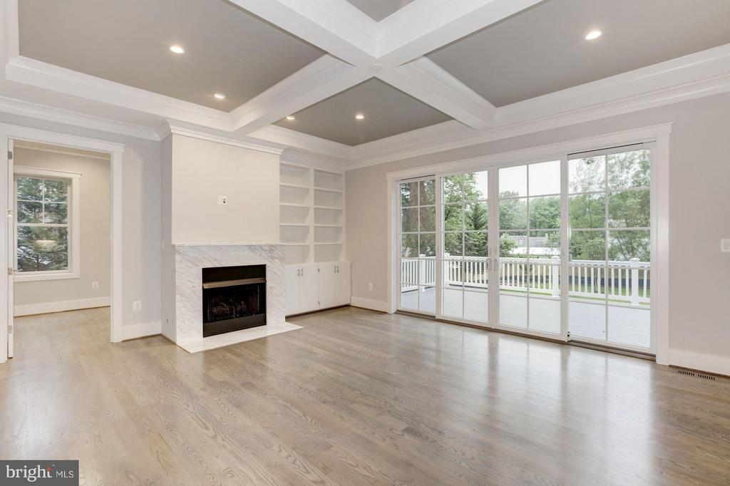 Family Room - 8507 REDWOOD DR, VIENNA