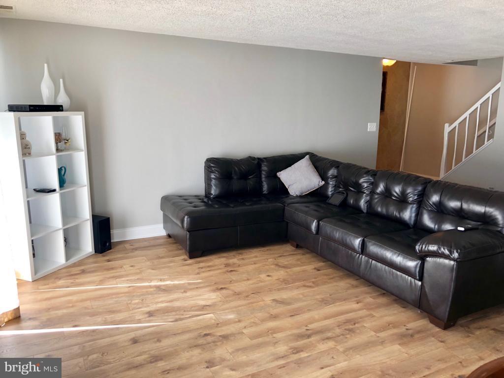 Living Room - 1007 WARWICK CT #23, STERLING