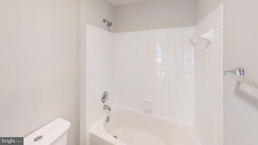 Full bath - 2876 MYRTLEWOOD DR, DUMFRIES