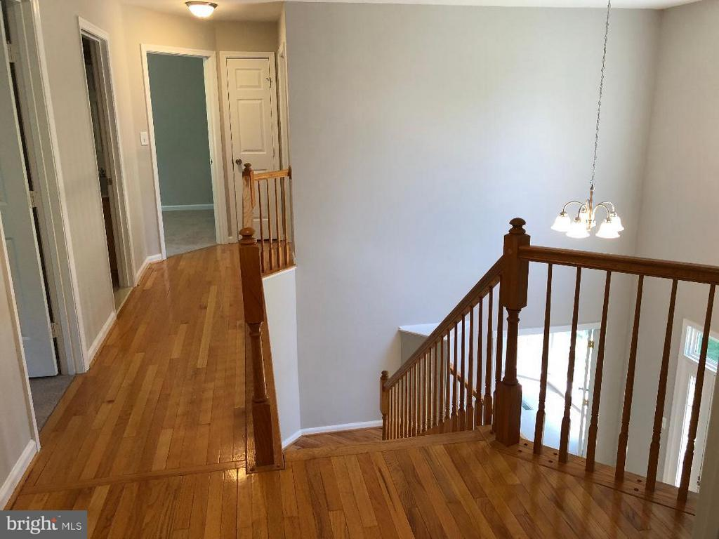 Hallway upstairs - 2876 MYRTLEWOOD DR, DUMFRIES
