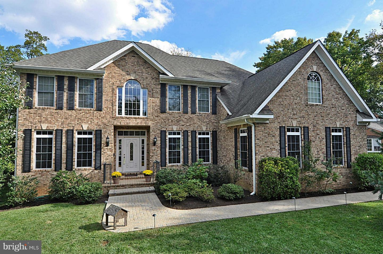 Single Family Homes para Venda às Falls Church, Virginia 22046 Estados Unidos