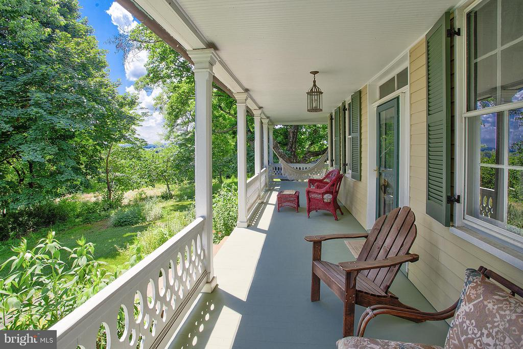 Main house wrap porch - 15286 LOYALTY RD, WATERFORD