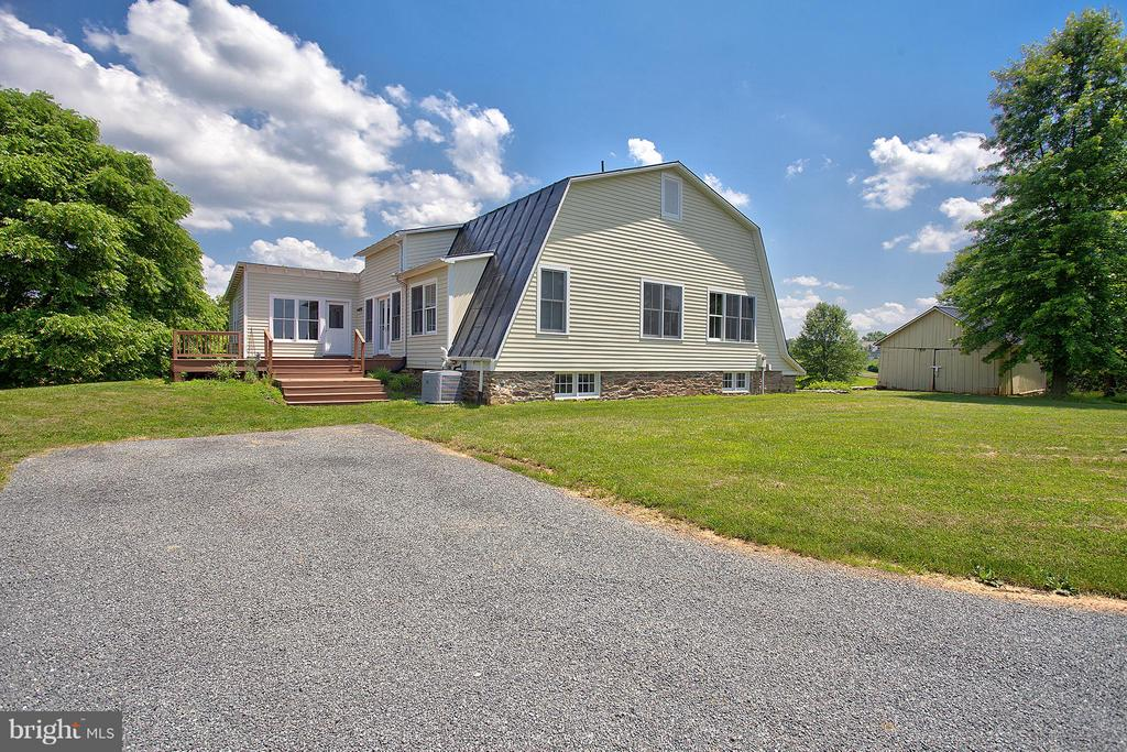 Original bank barn is now a 3 bed guest house! - 15286 LOYALTY RD, WATERFORD