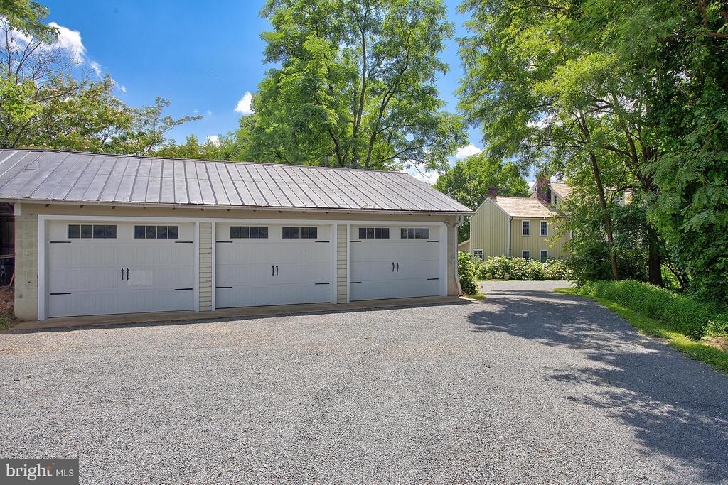 Large 3 bay detached garage - 15286 LOYALTY RD, WATERFORD
