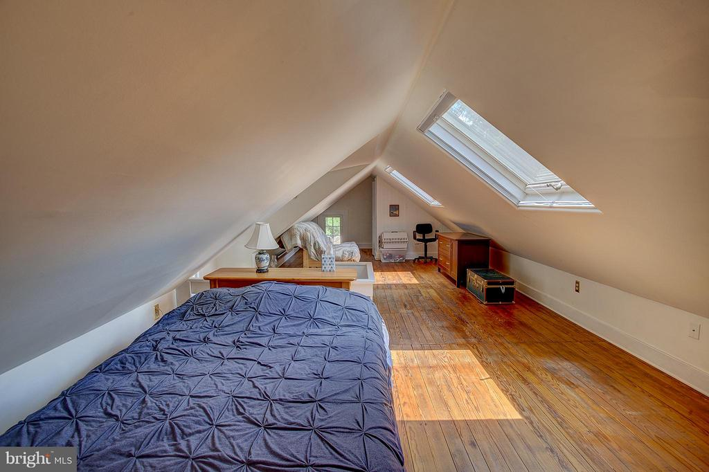Finished attic great for play or study room - 15286 LOYALTY RD, WATERFORD