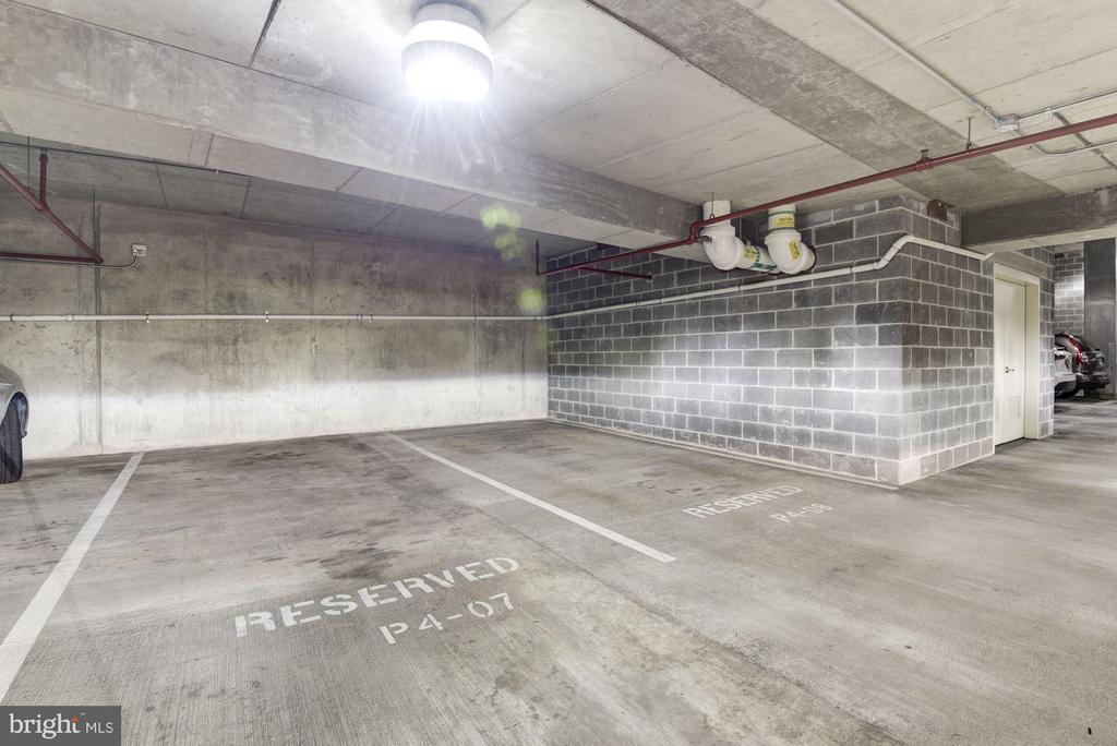 Community. Additional DEEDED parking space. - 1881 NASH ST N #1105, ARLINGTON