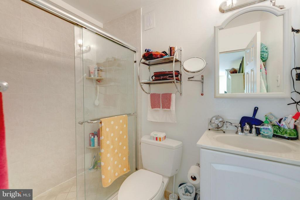 Bath (Master) - 1200 NASH ST N #551, ARLINGTON