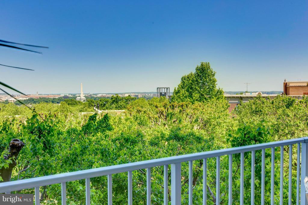 20 ft. wide balcony w/great view - 1200 NASH ST N #551, ARLINGTON