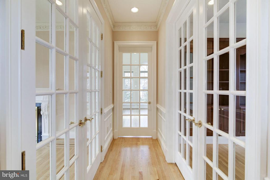 Hall of glass doors to conservatory - 11308 HEARTH CT, GREAT FALLS