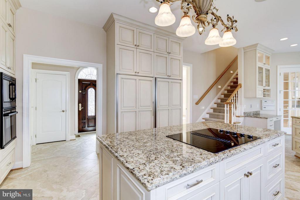 NEW St. Martin custom cabinetry, porcelain floors - 11308 HEARTH CT, GREAT FALLS