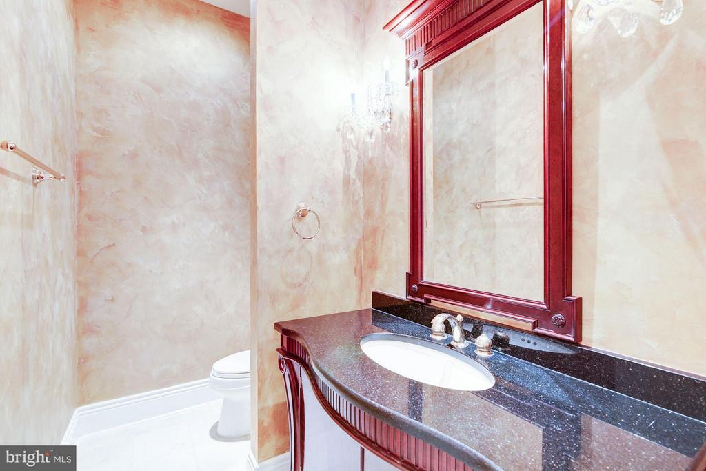 Gorgeous Powder Room with marble, granite - 11308 HEARTH CT, GREAT FALLS