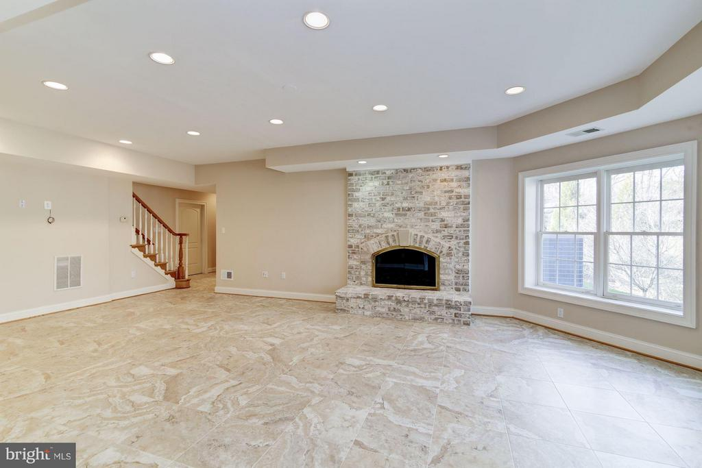Lower Level with Fireplace, 2 Bedrooms & Baths - 11308 HEARTH CT, GREAT FALLS