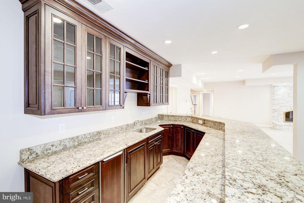 Expansive Wet Bar with Cherry Cabinets - 11308 HEARTH CT, GREAT FALLS