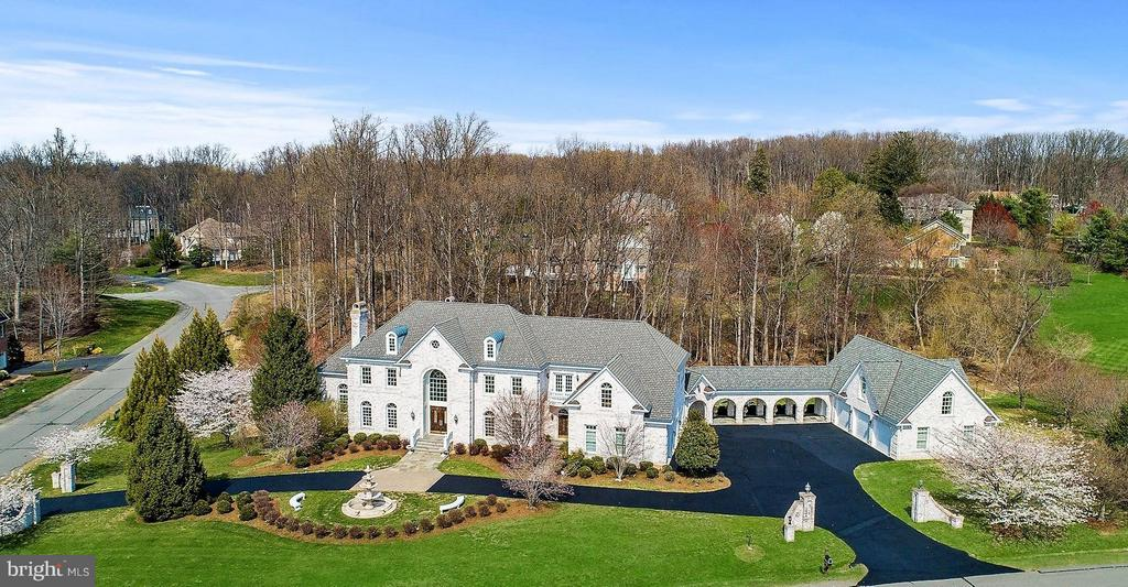 Expansive Estate with Private Apartment - 11308 HEARTH CT, GREAT FALLS