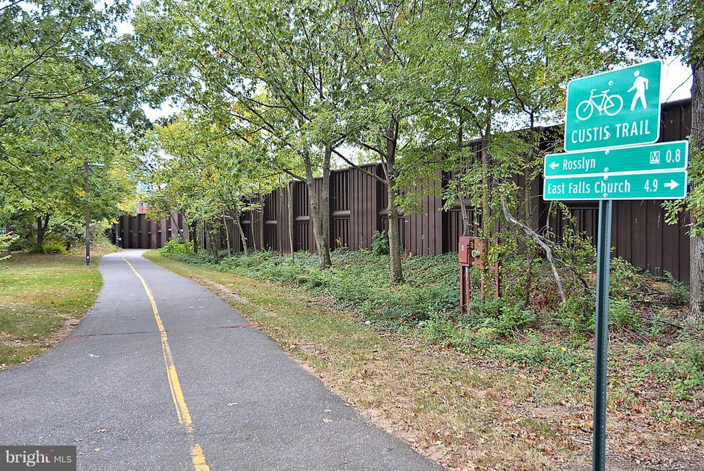 Martha Custis Trail Walkable - 2100 LEE HWY #220, ARLINGTON