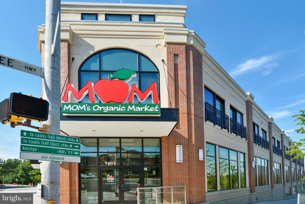 Mom's Market Walkable - 2100 LEE HWY #220, ARLINGTON