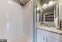 Bath - 823 BARTON ST N, ARLINGTON