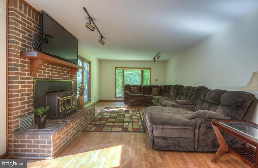 Living Room - 5701 PARTLOW RD, PARTLOW