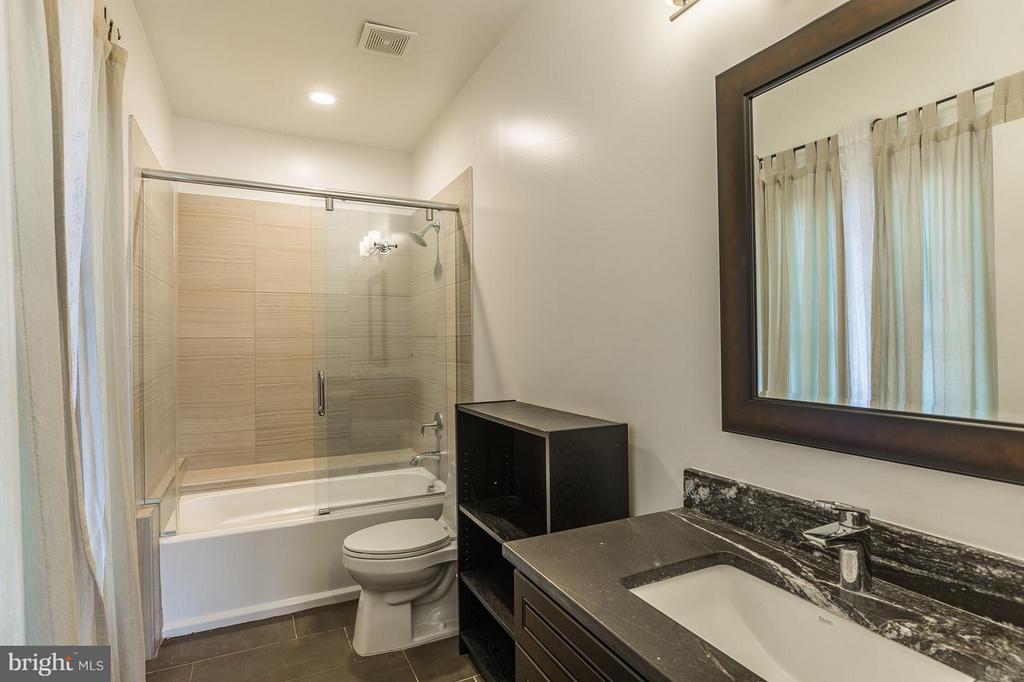 4th Full Bathroom on the 2nd floor. - 7337 PAXTON RD, FALLS CHURCH