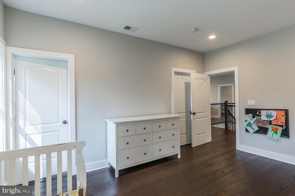 Custom neutral paint colors through out the home! - 7337 PAXTON RD, FALLS CHURCH