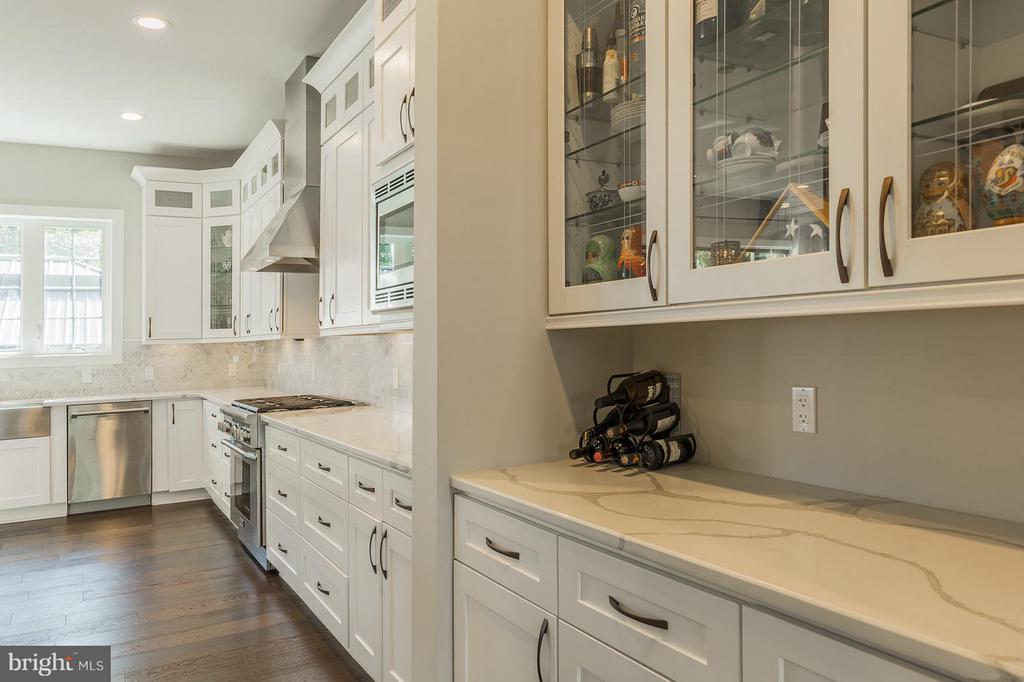 Beautiful premium tiles and back splashes - 7337 PAXTON RD, FALLS CHURCH