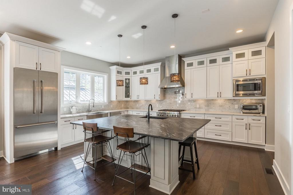 Spacious custom Kitchen with Thermador Appliances! - 7337 PAXTON RD, FALLS CHURCH