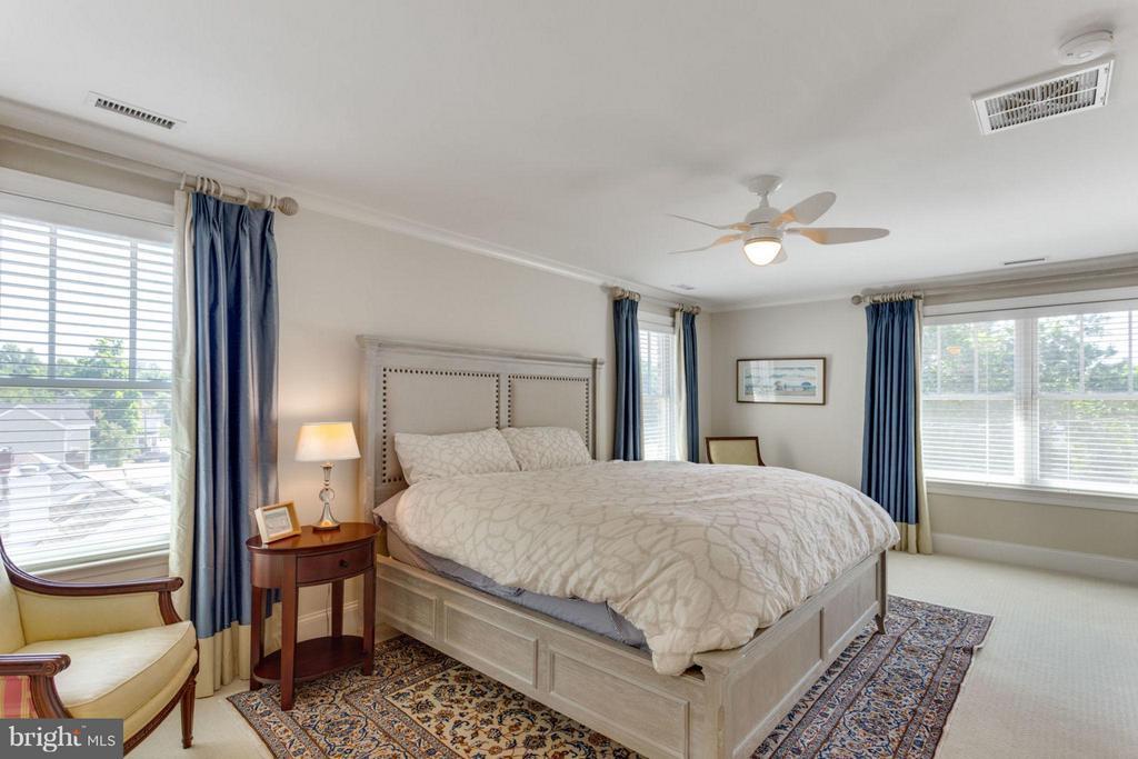 King-Sized Master Bedroom Number 2 - 2138 PATRICK HENRY DR, ARLINGTON