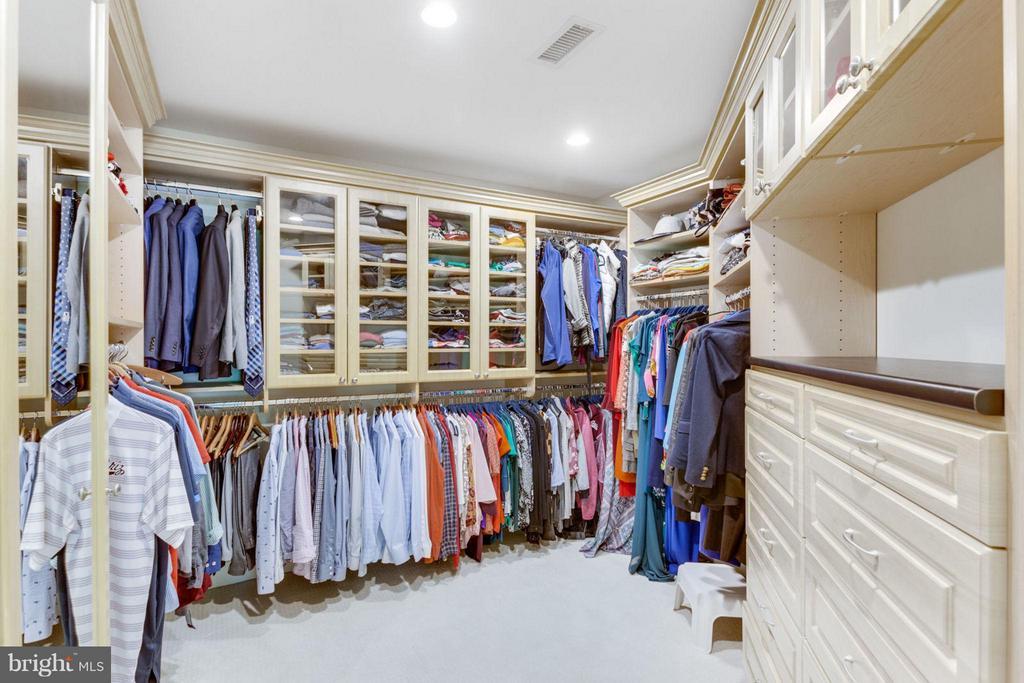Custom Walk-In Closets - 2138 PATRICK HENRY DR, ARLINGTON