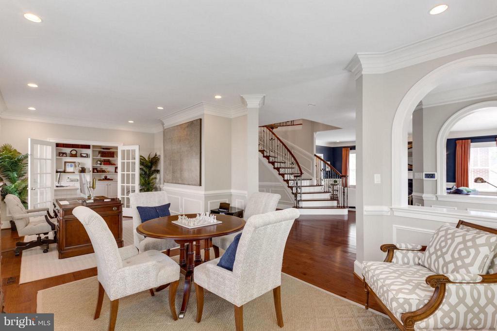 2nd Living Room, Music Room, Sitting Room, Den - 2138 PATRICK HENRY DR, ARLINGTON