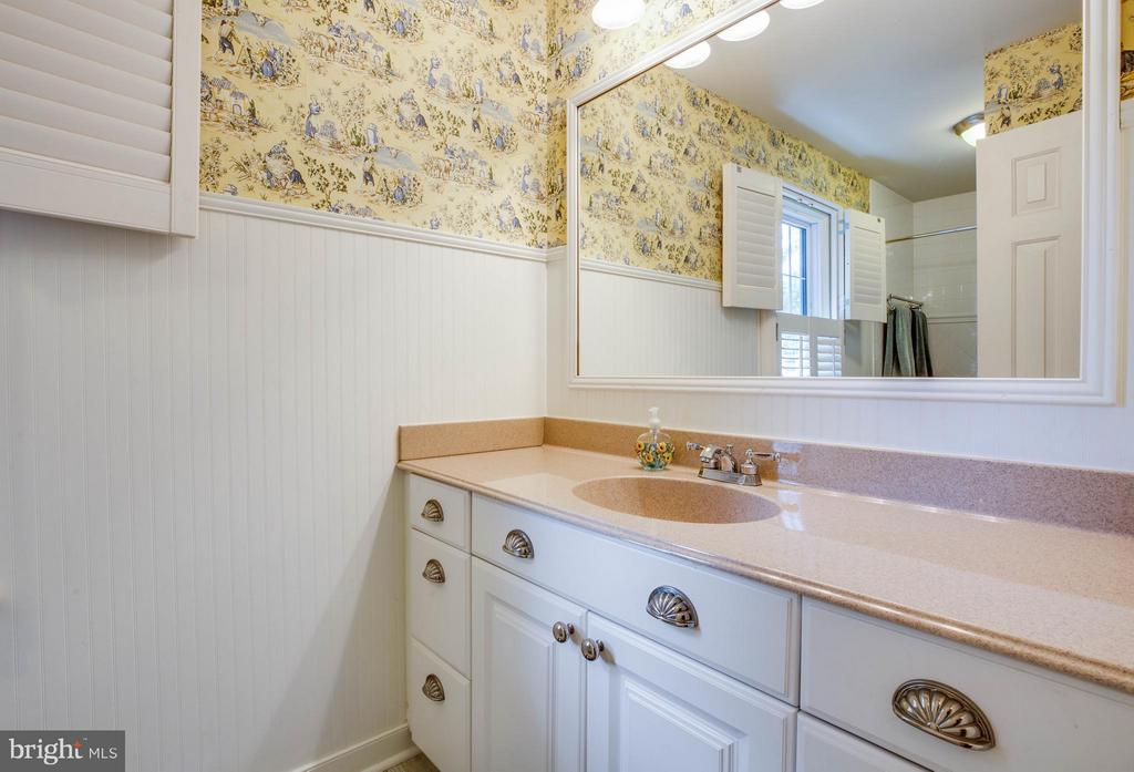 Upper Level Hall Full Bath - 609 LANCASTER ST, FREDERICKSBURG