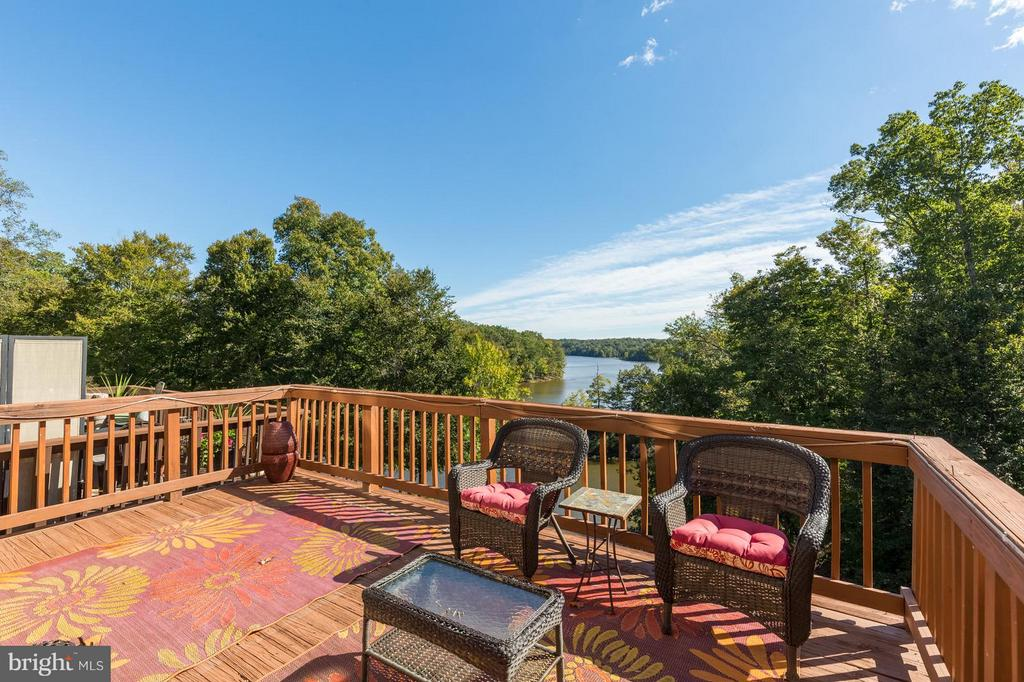You get a deck as well! - 11571 NELLINGS PL, WOODBRIDGE