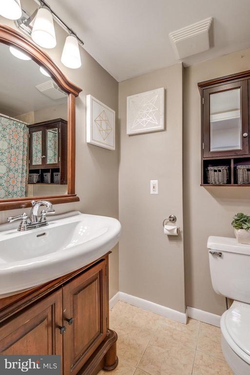 Full Bathroom - 11638 NEWBRIDGE CT, RESTON