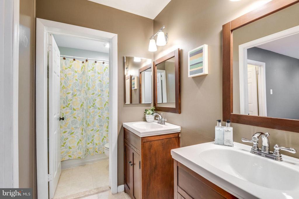 Master Bathroom - 11638 NEWBRIDGE CT, RESTON