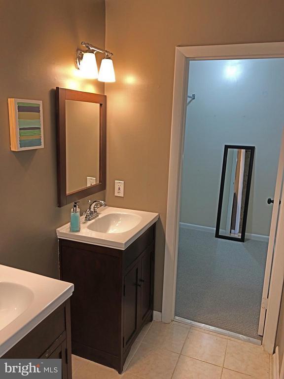 Master Bathroom w/ Walk In Closet - 11638 NEWBRIDGE CT, RESTON