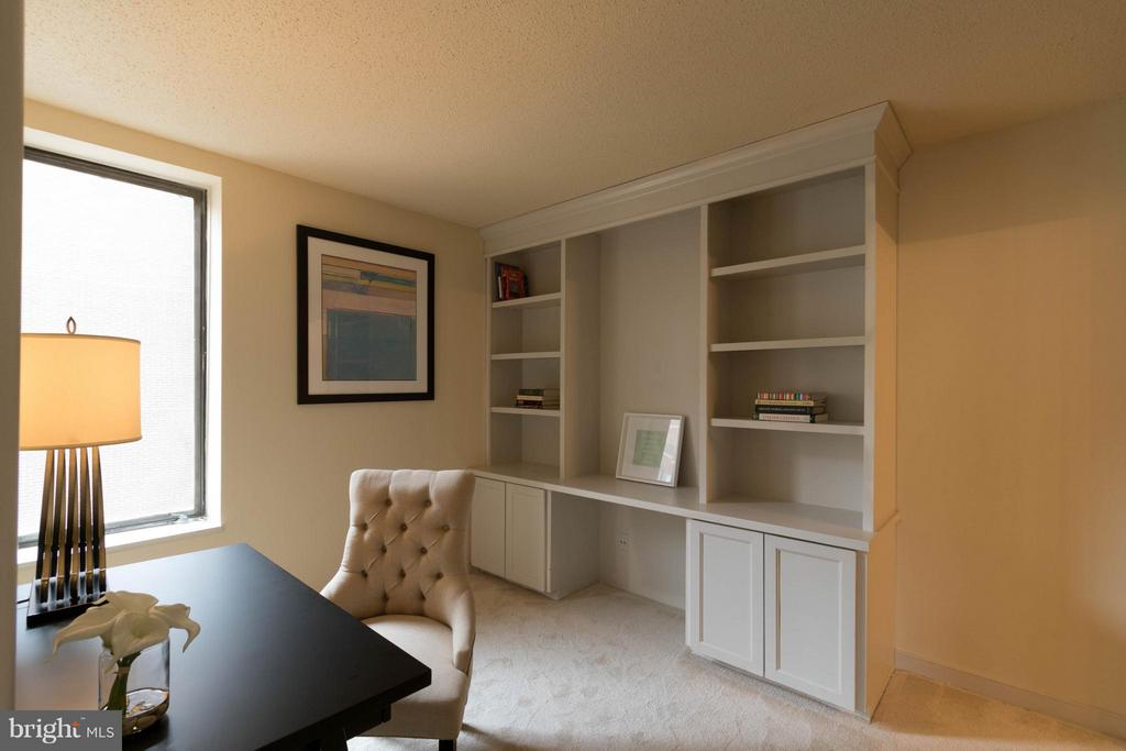 Office/ Den/ Library w/ Built-in bookcase - 1099 22ND ST NW #811, WASHINGTON