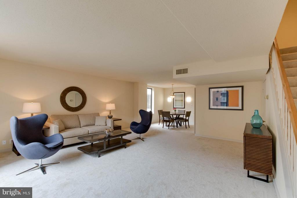 Large, Spacious Living Room and Dining room - 1099 22ND ST NW #811, WASHINGTON