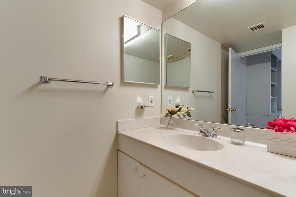 Downstairs powder room off Den/ Office - 1099 22ND ST NW #811, WASHINGTON