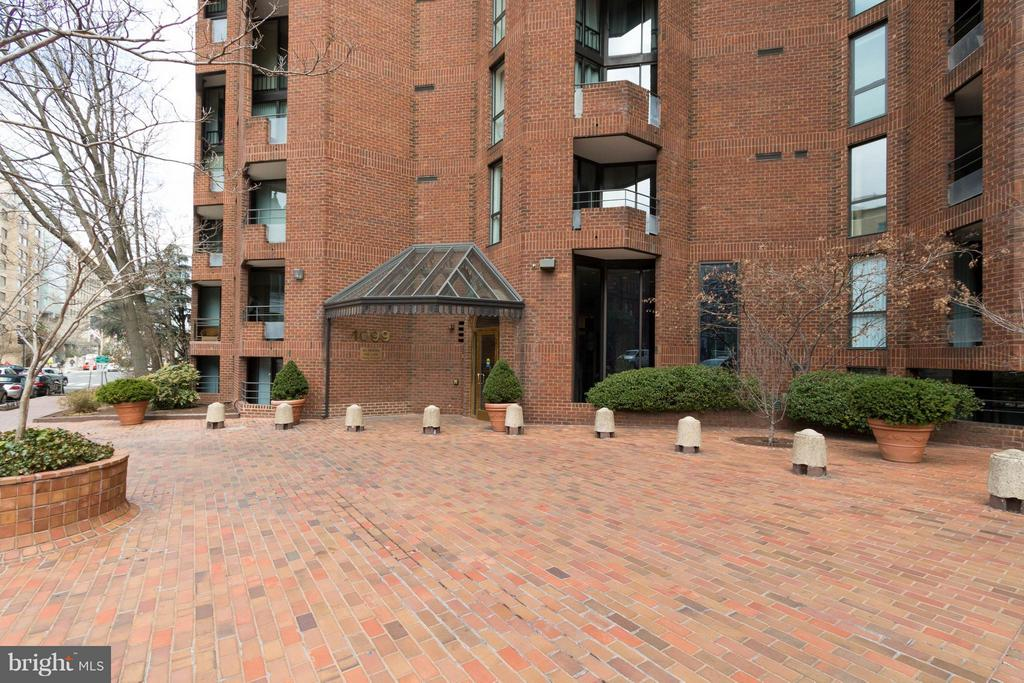 Welcome home to West End Place ! - 1099 22ND ST NW #811, WASHINGTON