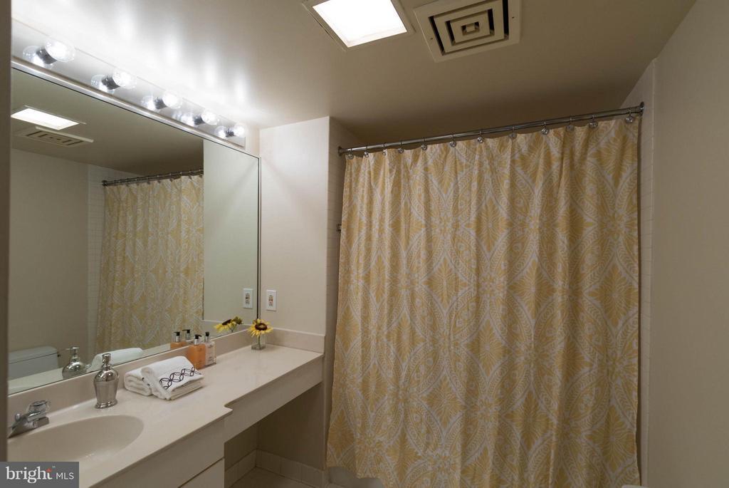 Upstairs Hall Bath - 1099 22ND ST NW #811, WASHINGTON