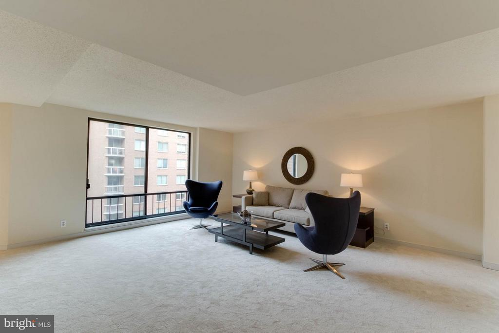 Large, Spacious Living Room - 1099 22ND ST NW #811, WASHINGTON