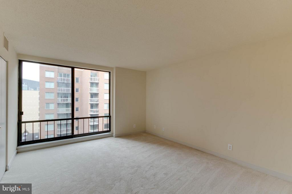 Large Second Bedroom - 1099 22ND ST NW #811, WASHINGTON