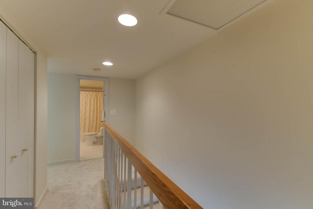 Upstairs hallway - 1099 22ND ST NW #811, WASHINGTON