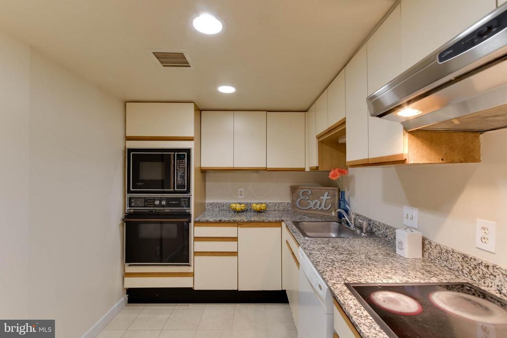 Good sized Kitchen. - 1099 22ND ST NW #811, WASHINGTON