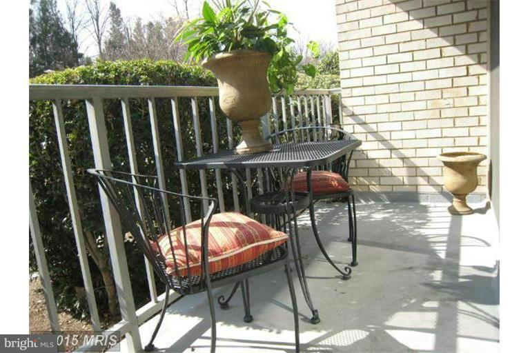 Balcony has space for a table~and chair set - 2500 VAN DORN ST N #124, ALEXANDRIA