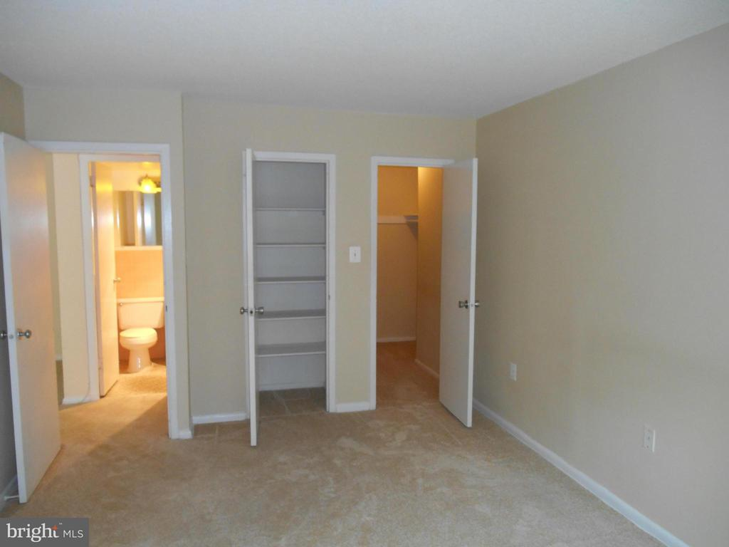Bedroom has a walk-in closet and extra closet - 2500 VAN DORN ST N #124, ALEXANDRIA