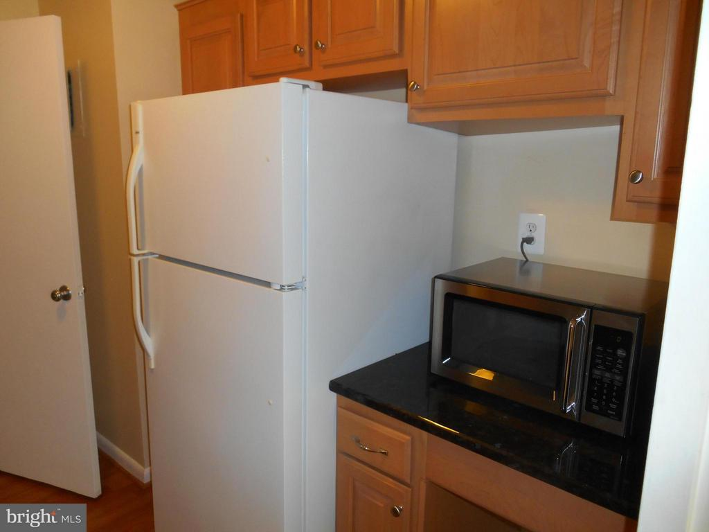 Kitchen desk with room for microwave - 2500 VAN DORN ST N #124, ALEXANDRIA