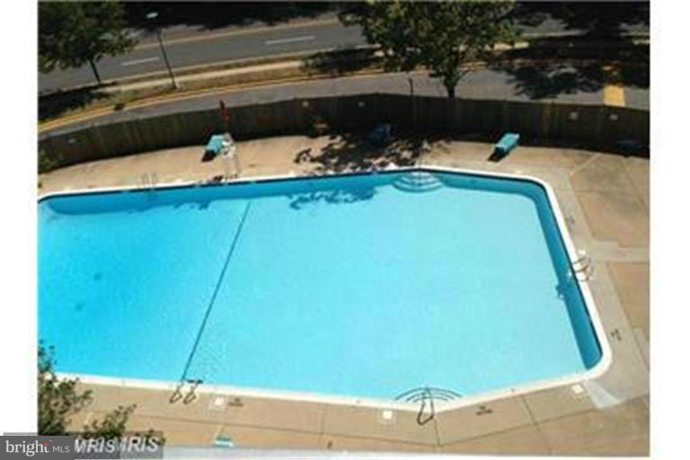 How about a swim? - 2500 VAN DORN ST N #124, ALEXANDRIA