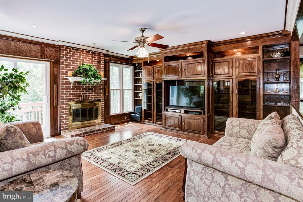 Family Room - 6607 ENGLISH SADDLE CT, CENTREVILLE