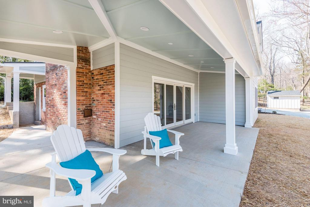 Front Porch - 10526 HUNTERS VALLEY RD, VIENNA
