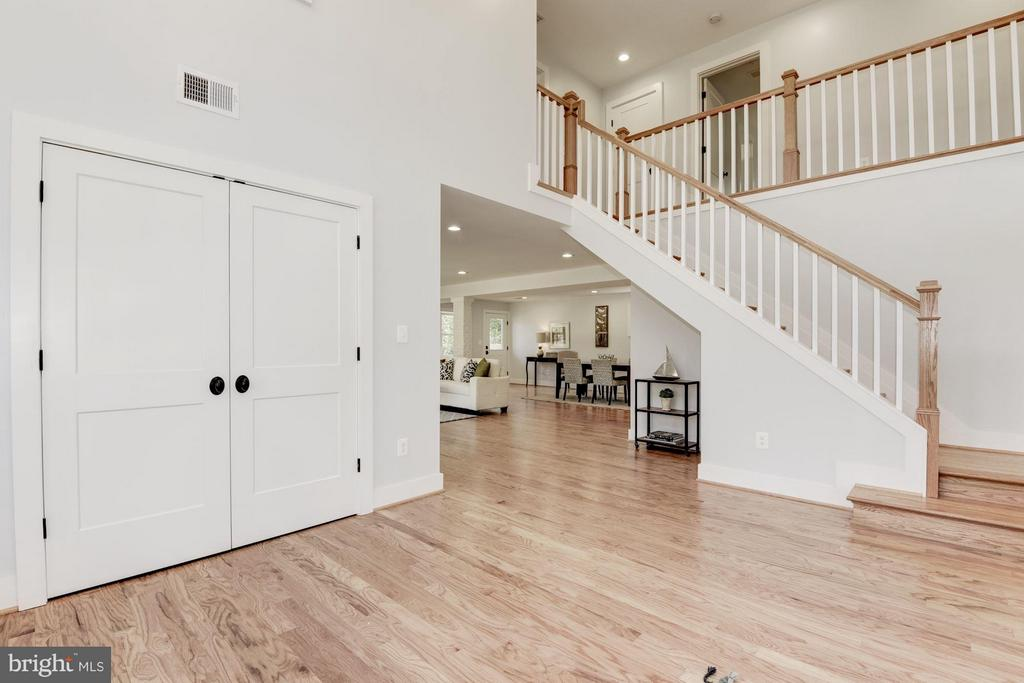 Two Story Foyer - 10526 HUNTERS VALLEY RD, VIENNA